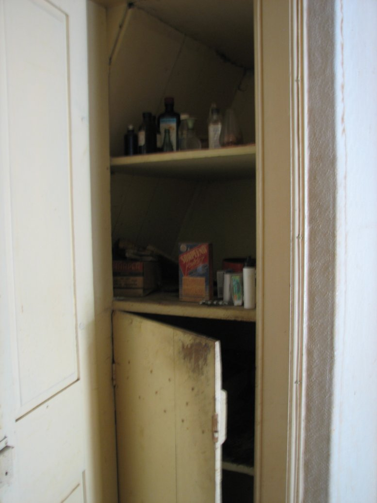 A rather narrow cupboard, this has another door at the bottom...