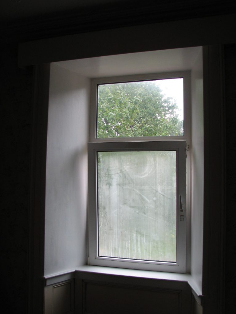 ...the window surround painted (as did Solli's room's window - but it basically looks like the other two so I'm not going to include the photo of it)...